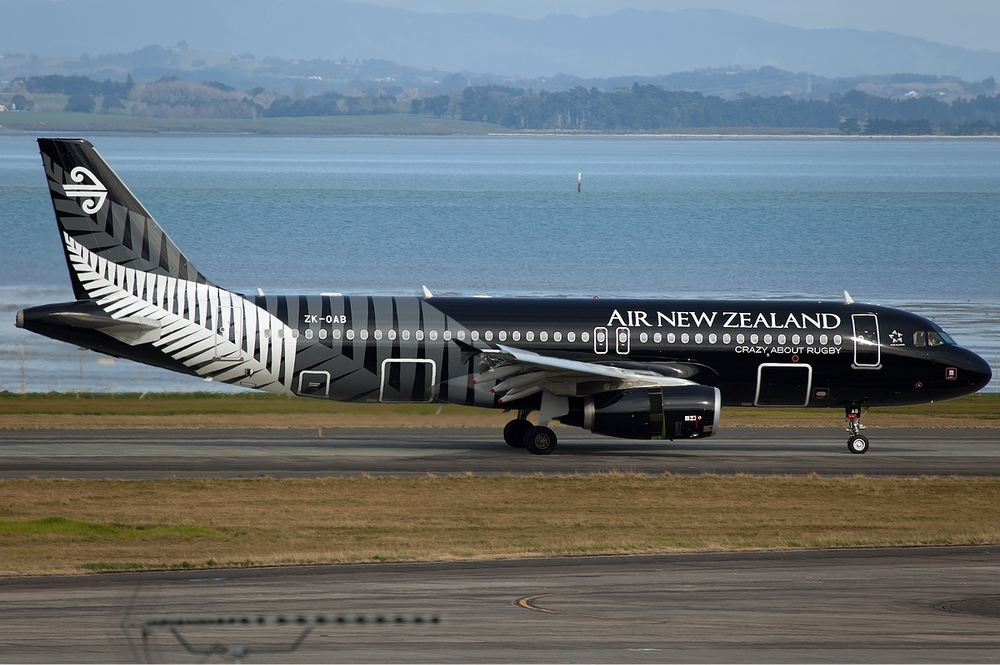 Air_New_Zealand_Airbus_A320_Nazarinia-2.jpg